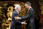 Presidente Cavaco Silva condecora Ruy de Carvalho