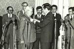 Presidente Ramalho Eanes condecora Jorge Amado