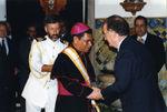 Presidente Sampaio condecora D. Ximenes Belo